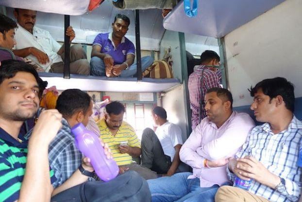 Il y a différentes façon de visiter la ville d'Agra en Inde le bus ou le train photo voyage tour du monde http://yoytourdumonde.fr