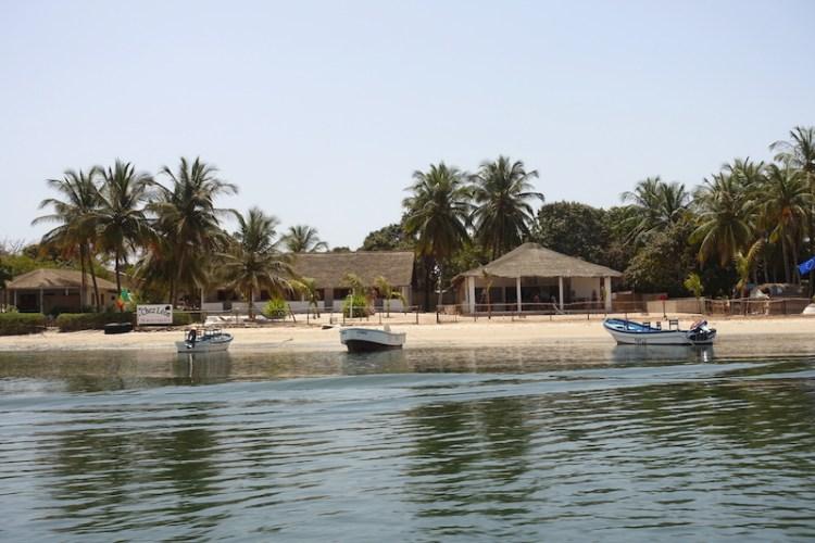 Vous pouvez dormir chez Leon en Casamance au Sénégal sur L'ile d'Ehidje ou Ile des Féticheurs photo blog voyage tour du monde http://yoytourdumonde.fr