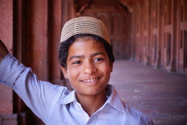 Portrait d'un musulman venu prier dans la Mosquée Jama de Fatehpur Sikri en Inde. Photo voyage tour du monde http://yoytourdumonde.fr