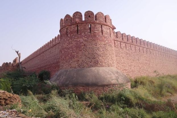 Fatehpur Sikri enceinte du Palais et dela ville photo voyage tour du monde http://yoytourdumonde.fr