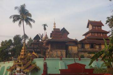 Mawlamyine est une ville a découvrir avec des pagodes magnifiques sur une colline. Photo blog voyage tour du monde http://yoytourdumonde.fr