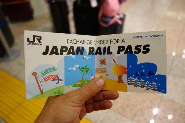 Le sésame des touristes au Japon se nomme le Japan Rail Pass il vous permet de voyager en train, bus et métro. Photo blog voyage tour du monde http://yoytourdumonde.fr