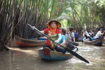 Nombreux bateaux sur le Delta du Mekong blog http://yoytourdumonde.fr