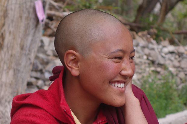 Et oui il y a aussi des femmes moines bouddhistes. Photo prise en Inde cette fois -ci du cote Nord Ouest dans une region que l'on appelle Le Ladakh.