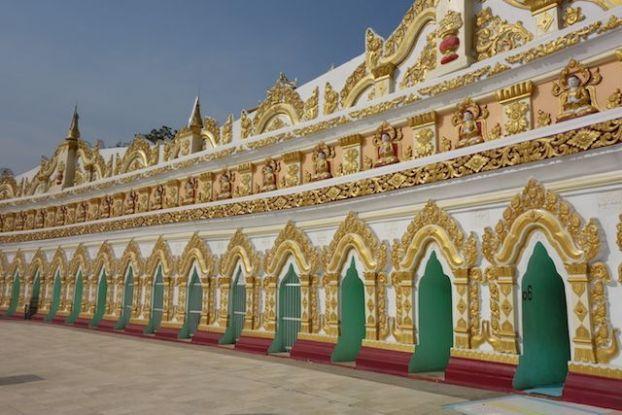 Entre les nombreux stupas et temples il vous faudra beaucoup de temps pour visiter la magnifique colline de Sagaing en Birmanie photo voyage tour du monde http://yoytourdumonde.fr
