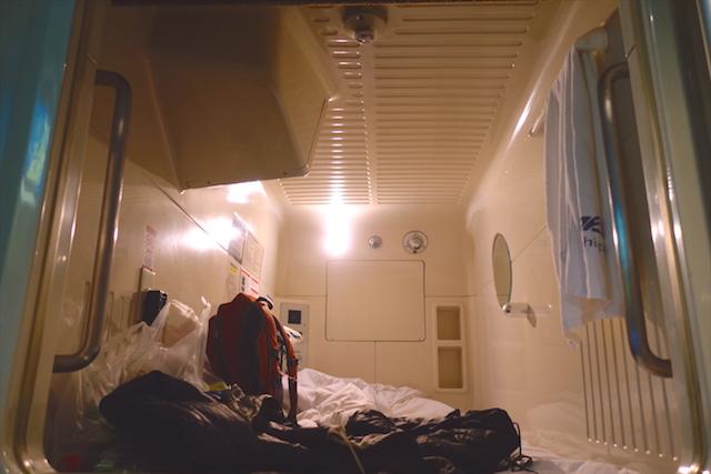 Il y a de très nombreux hotels à capsule à Tokyo. Photo blog voyage tour du monde http://yoytourdumonde.fr