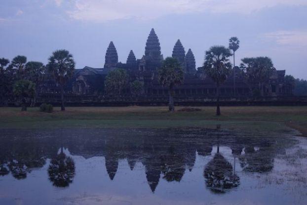 Le magnifique et superbe temple d'Angkor Vat qui est l'un des plus beau temples d'Angkor et represente sur le drapeau cambodgien blog photo http://yoytourdumonde.fr