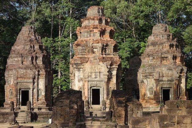 L'un des premiers temples d'Angkor construit dans le groupe des Roluos. Preah Ko et Bakong blgo photo http://yoytourdumonde.fr