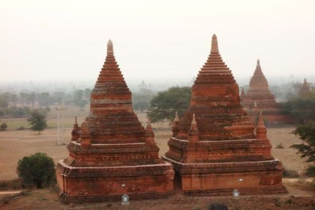 Temples de la cite archeologique de bagan photo blog voyage tour du monde http://yoytourdumonde.fr