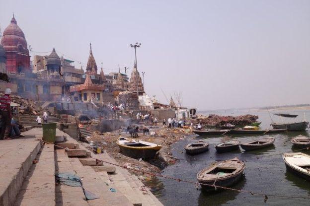 Manikarnika Ghat inde Varanasi. Cadeaux de la vie d'etre incinéré ici. photo blog voyage tour du monde. http://yoytourdumonde.fr