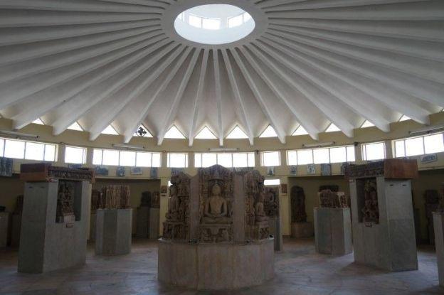 Musée de Khajuraho en Inde photo blog voyage tour du monde http://yoytourdumonde.fr