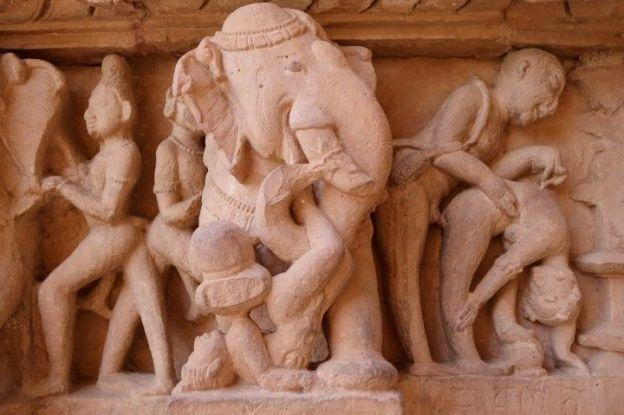 Elephant representé dans l'un des temples de Khajuraho en Inde. Photo tour du onde http://yoytourdumonde.fr