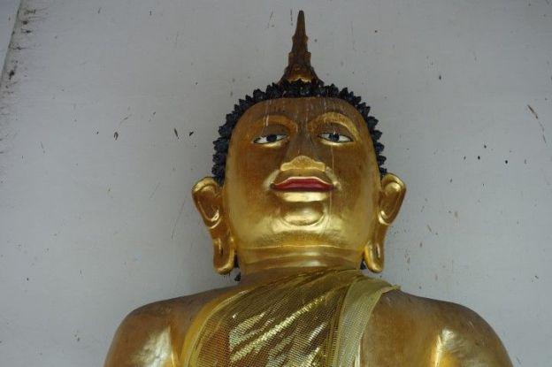 Statue de Bouddha. Si certaines statues sont magnifiques certaines manque de gouts. Celle-ci est pas terrible terrible non?