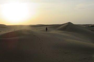 Couché du soleil sur le desert de thar en inde rajasthan photo blog voyage tour du monde http://yoytourdumonde.fr