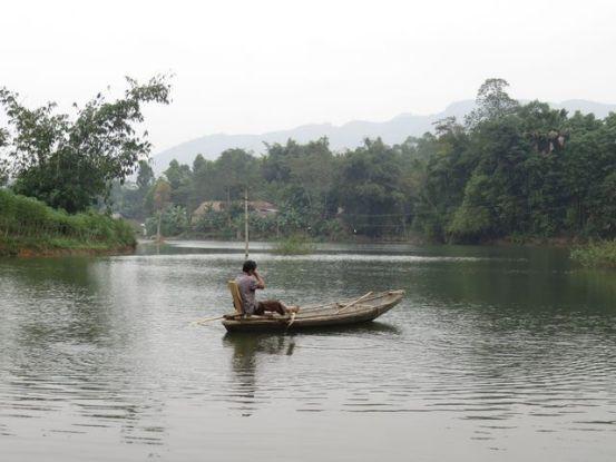 Plenitude totale sur le Lac Thac Ba au sein du village de l'ethnie Dao