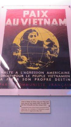 Vietnam- Musée de la guerre à Saigon: Une affiche pour dénoncer la guerre du Vietnam publié en France.