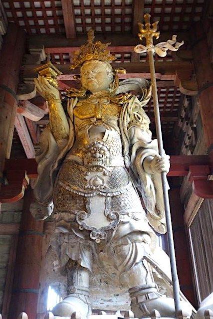 Statut de démon dans le Temple de Todai-ji photo blog voyage tour du monde http://yoytourdumonde.fr