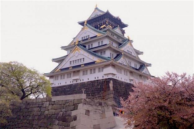 L'un des plus vieux et anciens chateaux du Japon se trouve à Osaka . Photo blog tour du monde http://yoytourdumonde.fr