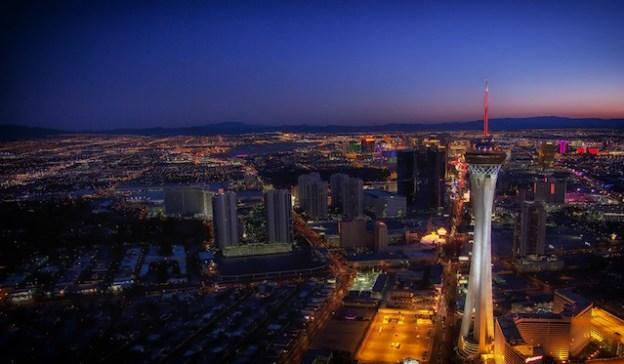 La superbe Stratosphère Tower de Las Vegas est célébre vous pouvez aller tout la haut photo blog voyage tour du monde http://yoytourdumonde.fr