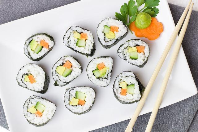 Vous allez pouvoir manger de très bon suhsi à Tokyo avec des prix réduits en fin soirée dans les centres commerciaux. Photo blog voyage tour du monde http://yoytourdumonde.fr