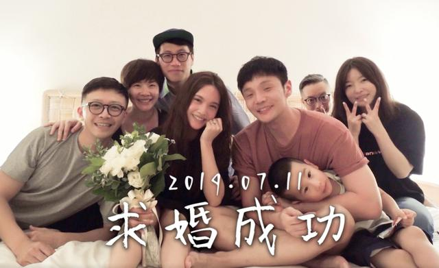 """Brand Goods A few days ago, Li Ronghao finally asked his beloved girlfriend for a successful marriage proposal, and unexpected surprise operation made Yang Chenglin caught off guard. Wearing this pajamas put the ceremony to an end. This is probably the most""""囧"""" of the stars who was proposed to marry him! What are you wearing today?"""