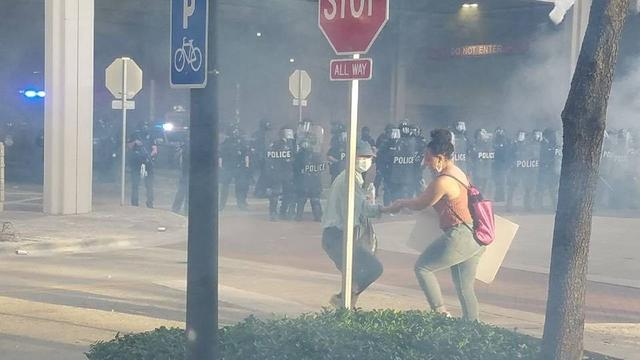 U.S. police used rubber bullets to shoot protesters laughing and swearing to celebrate, saying there was no video recording