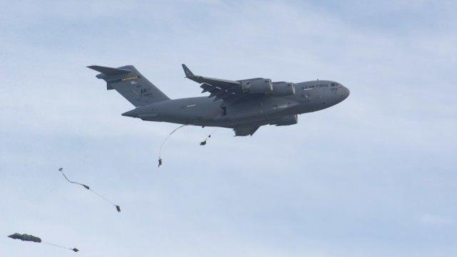 Deterring opponents, 400 US paratroopers airdropped in Asia Pacific, experts:they will face disastrous consequences