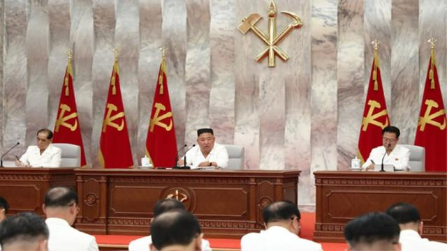 Kim Jong-un made his first appearance this month to hold a Politburo meeting three times for this matter and stood up to give a report and severely approve cadres.