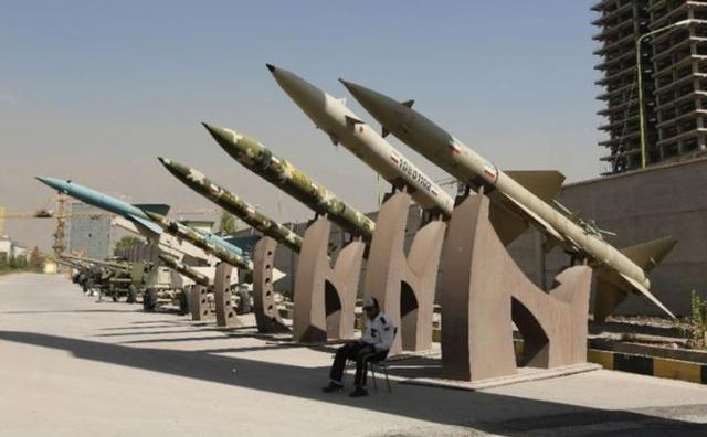 Such a coincidence? As soon as the United States threatened to use force, there was a sudden explosion next to the Iranian military base