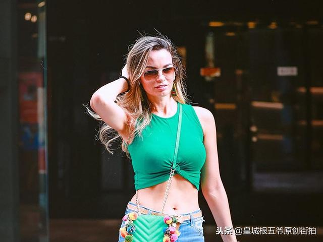 As soon as they appear in the Sanlitun neighborhood, they will be captured by the photographers' lenses