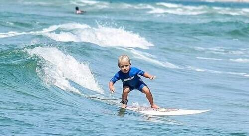 """Talented Brazilian 4-year-old boy is called the""""Little Surfing Prince"""""""