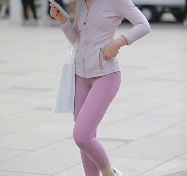 """Wear a bit of""""sports style"""" in daily wear, adding vitality to the look, youthful and beautiful"""
