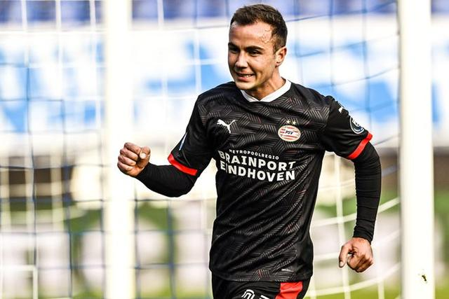 8 minutes 4 seconds Gotze scored a goal in his first Eredivisie debut! Excited fist