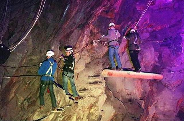 The cave was discovered by scientists 5.5 million years ago. After entering, it subverted human's understanding of life.