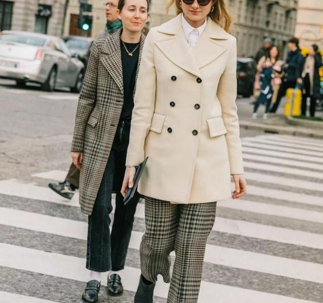 Don't wear high heels, grandma pants + short boots are the most popular this autumn and winter