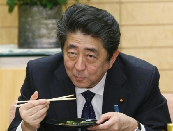 After being publicly warned by Yoshihide Suga, Abe no longer concealed himself and took the first step in returning to Japanese politics