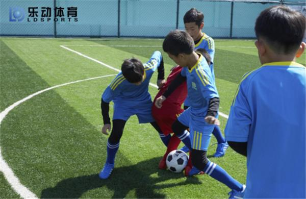 Carrying out football actual combat, Ledong Sports test the results of autumn and winter training