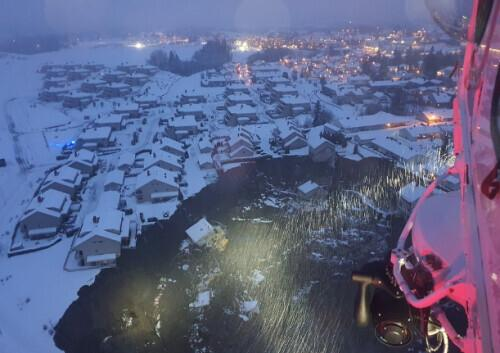 A large-scale landslide in a small town near the Norwegian capital has left 26 people missing