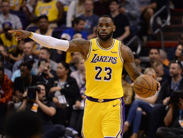 Big reversal, the Lakers are 15 points behind and anger James! 80 seconds blast 11-0 big comeback