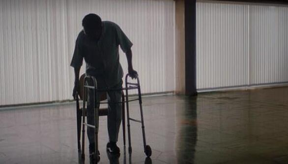 Pele has been unable to walk normally and reunites with his former teammates in a wheelchair