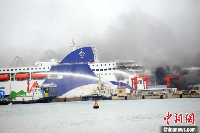 A passenger and cargo ro-ro ship flared up after returning to Weihai Port with smoke from the truck in the cabin