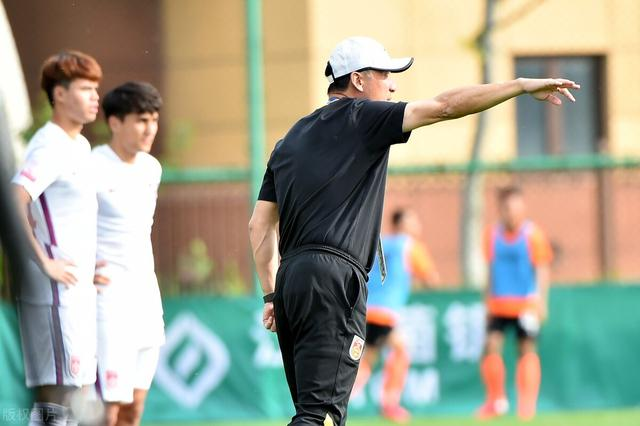 Middle 2-Taishan teenager Xie Wenneng doubled, U20 National Football 2-1 Dongguan Guanlian won the start of 2 consecutive victories