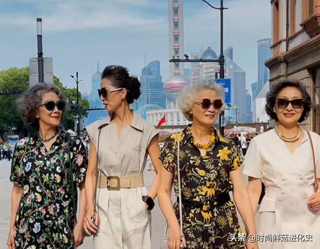 Old people don't understand fashion? This group of average 65-year-olds wear fashion, elegant and fashionable