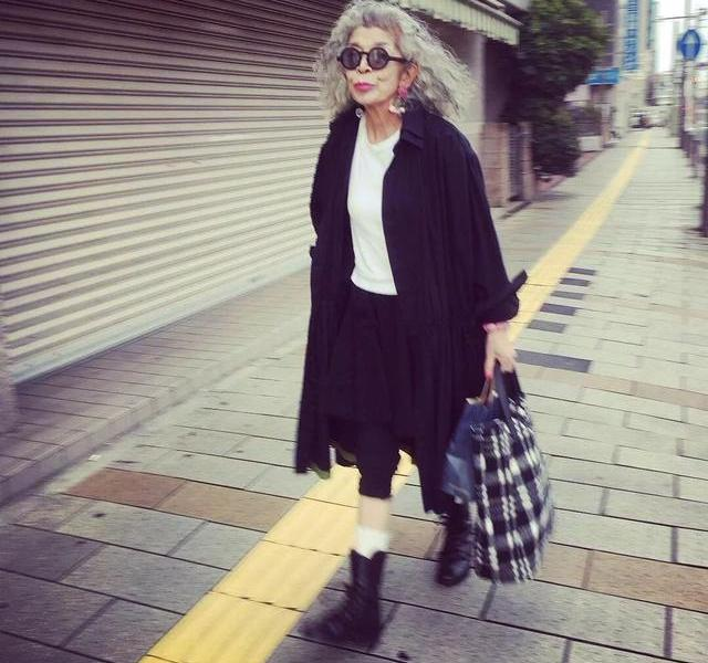 Japanese grandmother turned red in her clothes 20 years ago. Netizens:After getting old, it's too cool to wear this way