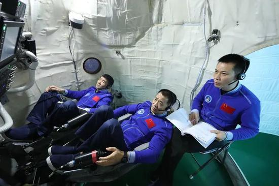 """How is the task different? How to evaluate a partner? Interview with """"Shen XII"""" astronauts"""