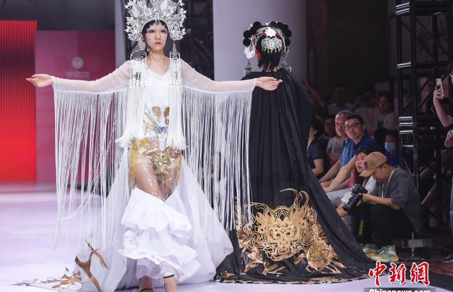Jinan, Shandong staged a fashion show for college students