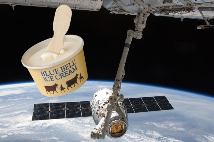 """Astronauts of the International Space Station celebrate their 50th birthday: the ground sends them ice cream """"takeaway"""""""