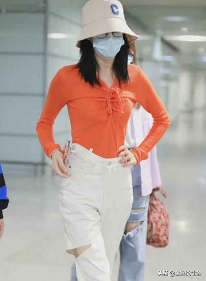 Di Ali Reba is too thin, and uses hand-held pants all the way to the airport, thanks to the good waist-to-hip ratio