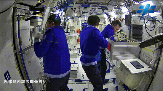 """Look, the """"firework gas"""" on the Chinese space station"""