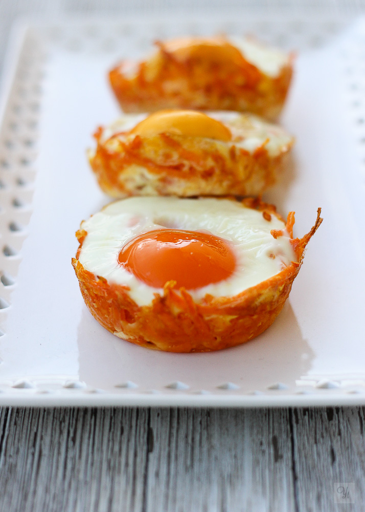 Nidos de batata, cheddar y huevo